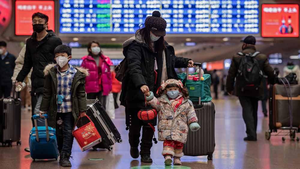 Dịch bệnh viêm phổi do virus corona: Trung Quốc triển khai hàng trăm bác sĩ quân y về vùng tâm dịch